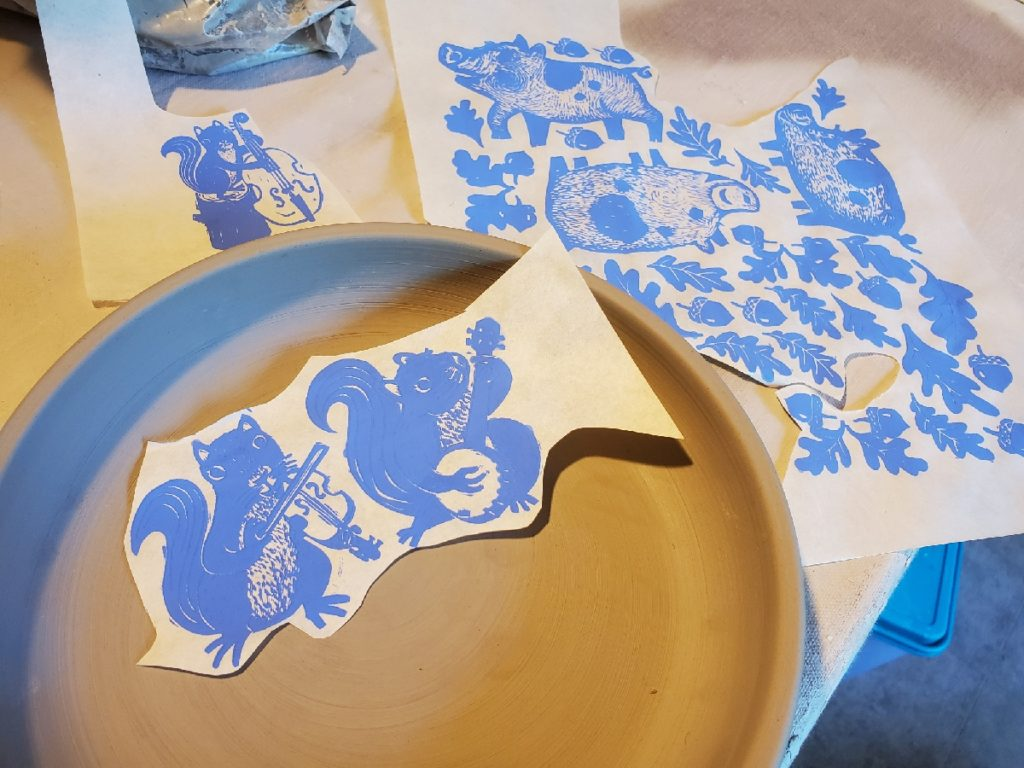 rice paper decal of squirrel playing fiddle and banjo